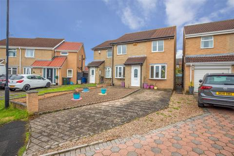 3 bedroom semi-detached house for sale - Reedham Court, Newcastle Upon Tyne