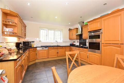 4 bedroom detached house for sale - Castle Close, Romford, Essex