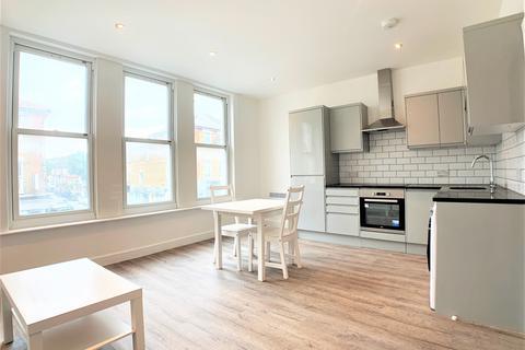 2 bedroom flat to rent - Upper Tooting Road, SW17