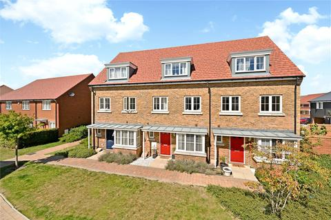 3 bedroom terraced house for sale - Wagtail Walk, Finberry, Ashford, Kent, TN25