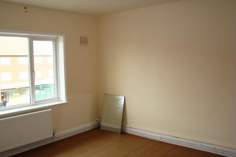 2 bedroom flat to rent - Crammavill Street, Stifford Clays, Grays, Essex, RM16