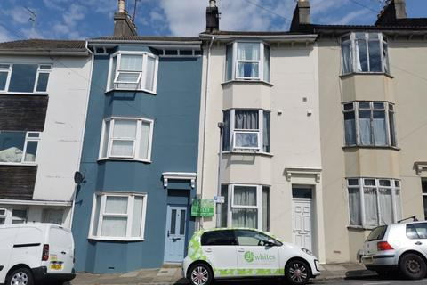 4 bedroom terraced house to rent - St Martins Place, Lewes Road