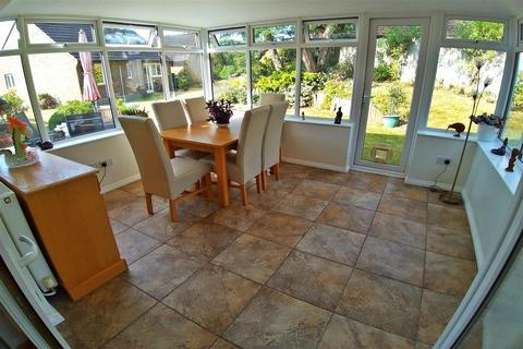 2 bedroom semi-detached bungalow for sale - Crofters Close, Redhill, Surrey
