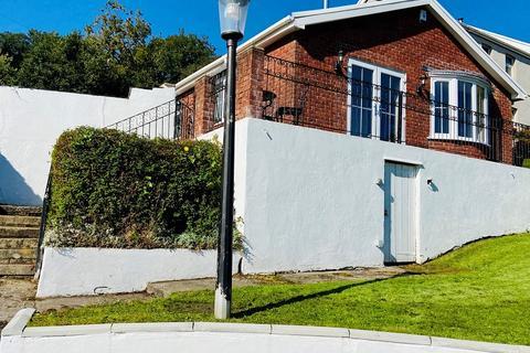 2 bedroom detached bungalow for sale - Gelliceibryn, Glynneath, Neath, Neath Port Talbot. SA11 5ED