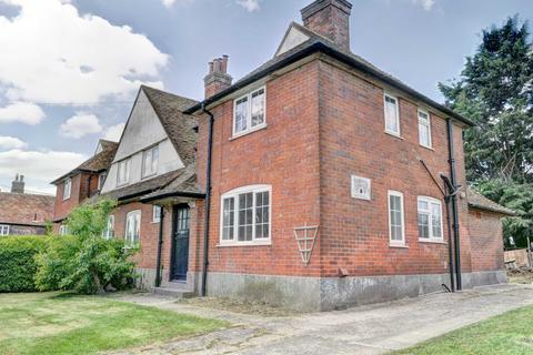 3 bedroom semi-detached house to rent - Thame Road, Aylesbury