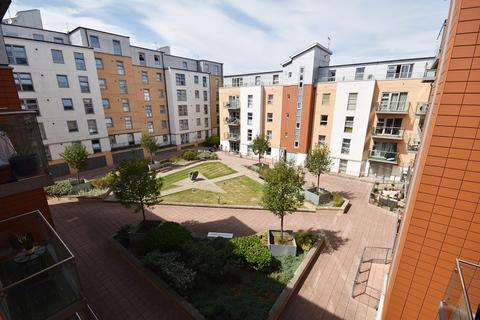1 bedroom flat to rent - Glebe House, Queen Mary Avenue, South Woodford, London. E18 2FG