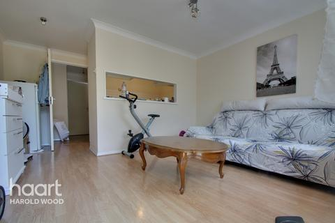 1 bedroom flat for sale - Bartholomew Drive, Romford