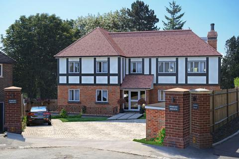 3 bedroom apartment for sale - Russell Green Close, Purley CR8