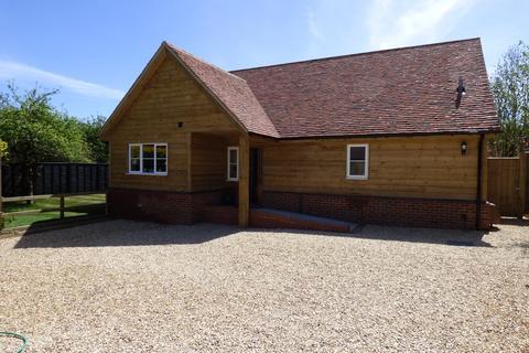 3 bedroom detached bungalow to rent - Romsey Road, East Wellow
