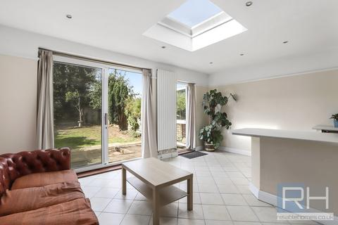 3 bedroom semi-detached house for sale - Pymmes Green Road, N11