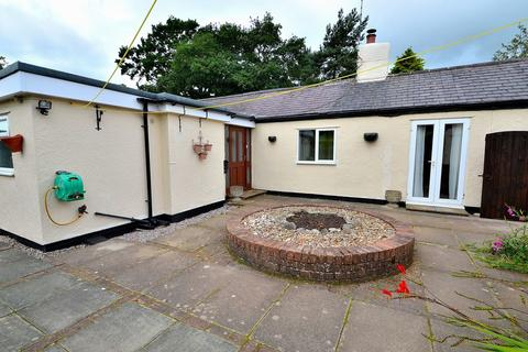 2 bedroom detached bungalow to rent - Field Farm Lane, Buckley