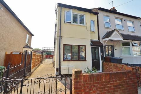 1 bedroom ground floor flat for sale - Hainault Road, Romford, Rm5