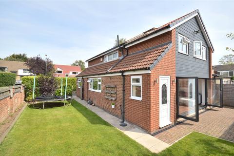 4 bedroom detached house - Barfield Grove, Leeds