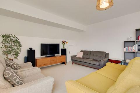 2 bedroom apartment for sale - Eleanor Close, London