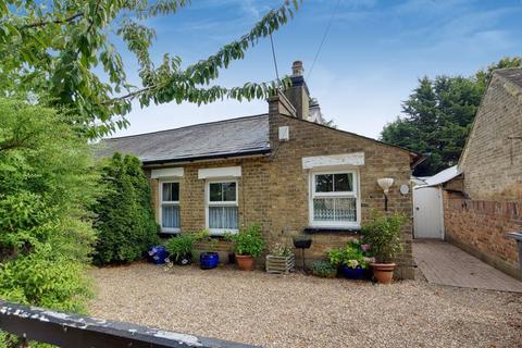 2 bedroom semi-detached bungalow for sale - Hayes Lane, Kenley