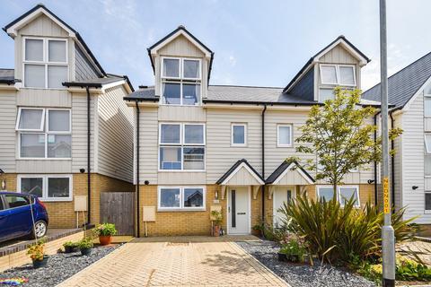 3 bedroom semi-detached house for sale - Eton Walk, Folkestone, CT19