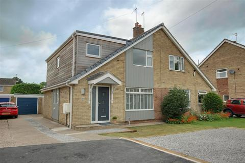 3 bedroom semi-detached house for sale - Jobsons Close, South Cave, Brough