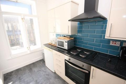 2 bedroom flat to rent - Blair Street