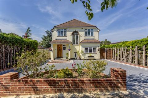 4 bedroom detached house for sale - Claremount Gardens, Epsom Downs