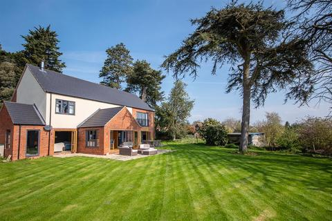 5 bedroom detached house for sale - Barrowby, Grantham