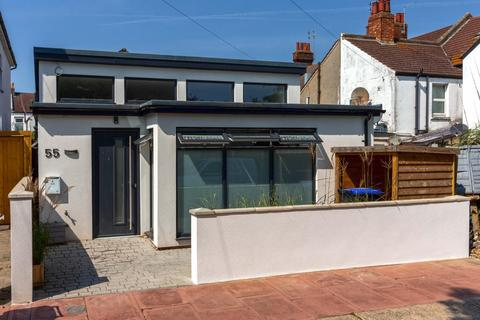 1 bedroom detached bungalow for sale - Upper High Street, Worthing