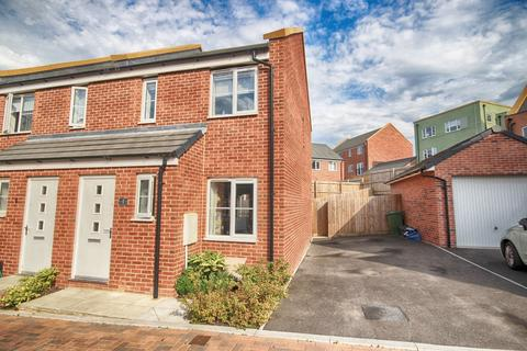 2 bedroom end of terrace house for sale - Aylburton Road, Oakley Grange, Cheltenham, Gloucestershire, GL52