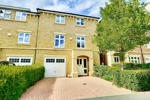 5 bedroom apartment for sale - Heacham Avenue, Ickenham, UB10