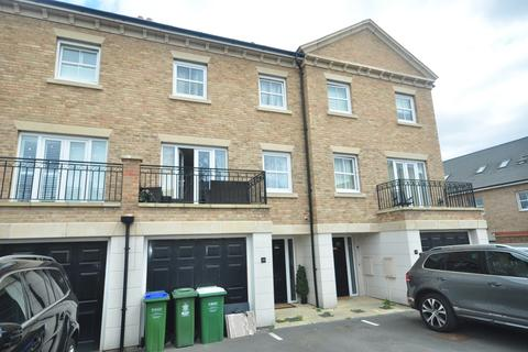4 bedroom terraced house to rent - Rainbow Road Erith DA8
