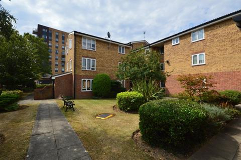 1 bedroom apartment for sale - Merritt House, Frazer Close, Romford, Essex, RM1
