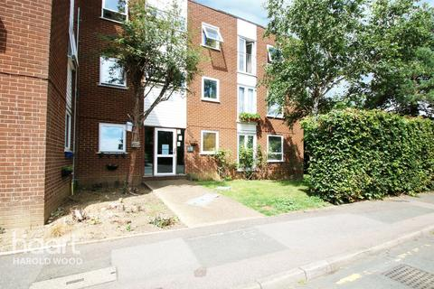 1 bedroom apartment for sale - Sunnydene Close, Romford