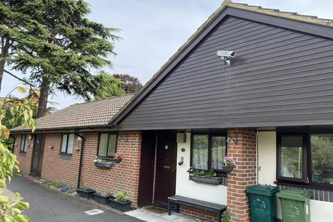 1 bedroom bungalow for sale - Laleham Road, Staines upon Thames, TW18