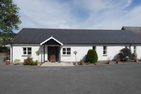 3 bedroom bungalow for sale - 6 Llwyn View, Arran Road, Dolgellau LL40 1LD