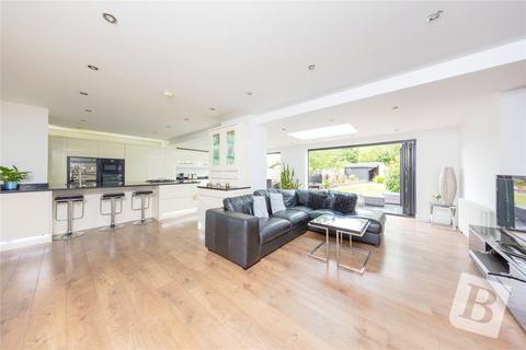 4 bedroom semi-detached house for sale - Harrow Drive, Hornchurch, RM11