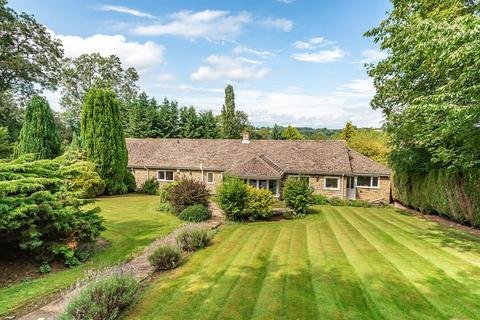 3 bedroom bungalow for sale - The Garth, Collingham, Wetherby, LS22 5JT