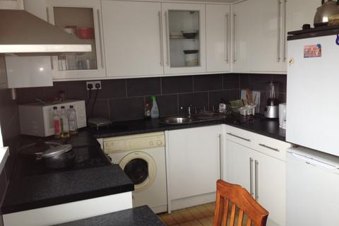 3 bedroom flat to rent - Bromley High Street , Bow E3