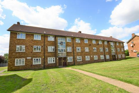 3 bedroom flat for sale - Longhayes Court, Romford RM6