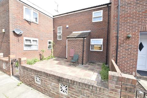 3 bedroom terraced house for sale - Dunmow Close, Hanworth, Middlesex, TW13