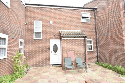 3 bedroom house for sale - Dunmow Close, Hanworth, Middlesex, TW13