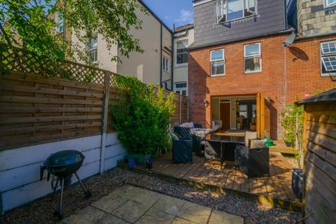 3 bedroom terraced house for sale - Dorothy Road, London, SW11
