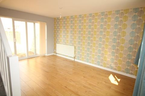 2 bedroom semi-detached house to rent - Ash Grove, , Chelmsford, CM2 9JS