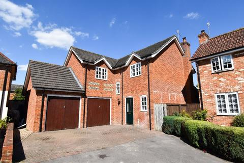4 bedroom detached house to rent - Catherine Court, Shrewton