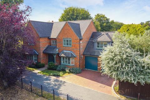 5 bedroom detached house for sale - Cricket Way, Weybridge, KT13