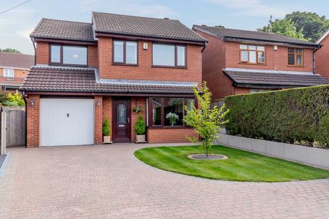 4 bedroom detached house for sale - 11 Sandmead Croft, Churwell, Leeds, LS27 9HW
