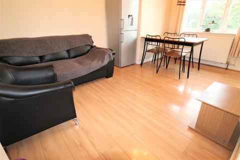 2 bedroom flat to rent - London NW10