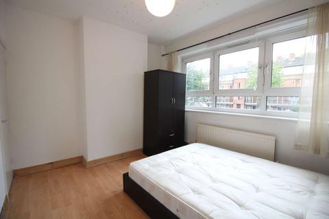 3 bedroom flat to rent - Aylton Estate, Rothehithe, London