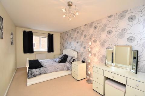 3 bedroom semi-detached house for sale - Marmion Way, Ashford
