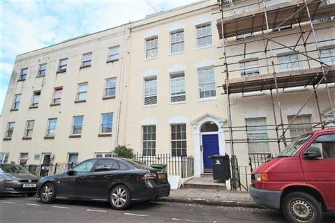 1 bedroom apartment to rent - Top Floor Flat, Cave Street