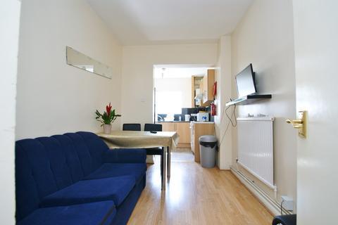 4 bedroom terraced house to rent - Wulfstan Street, East Acton
