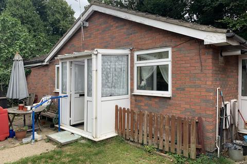 2 bedroom detached bungalow for sale - Marlborough Road, Luton LU3