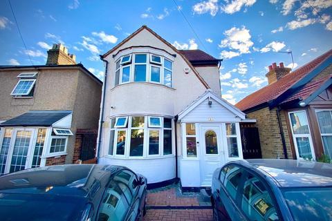 4 bedroom detached house to rent - Golden Crescent, Hayes